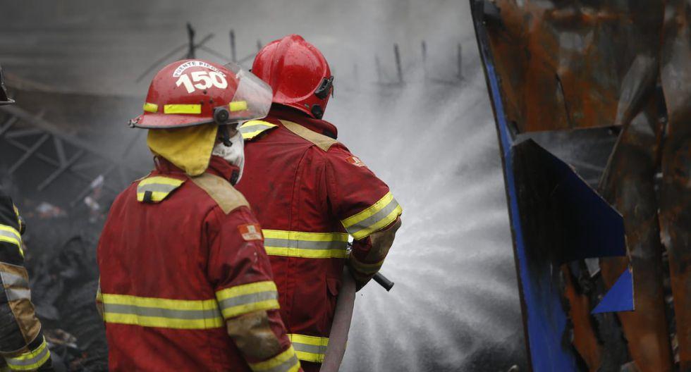 Incendio en almacén de bicicletas en La Victoria (Foto: Violeta Ayasta).