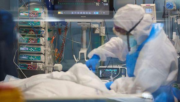 Ingeniero sufrió neumonía, encefalitis y epilepsia por el COVID-19 pero logró sobrevivir (Referencial)