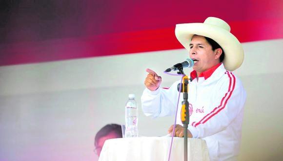 Pedro Castillo está utilizando una avioneta para movilizarse por las distintas regiones del país. Sin duda, la campaña obliga pero que no se pinte como el candidato pobre porque recursos le están lloviendo de todos lados. Eso de candidato del pueblo ya nadie se lo cree.