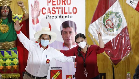 La excandidata presidencial Verónika Mendoza formalizó este miércolessu respaldo al postulante de Perú Libre, Pedro Castillo, para la segunda vuelta. (Foto: César Bueno @photo.gec)