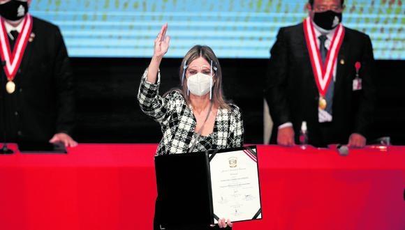 La integran María del Carmen Alva (AP), Lady Camones (APP), Enrique Wong (Podemos) y Patricia Chirinos (Avanza País). La otra lista de Montoya, solo va con Renovación