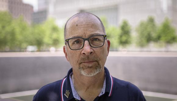 Joseph Dittmar, un sobreviviente de los ataques al World Trade Center del 11 de septiembre de 2001, posa para un retrato en el Museo y Memorial del 11 de septiembre en la ciudad de Nueva York el 8 de junio de 2021. (Foto: Angela WEISS / AFP)
