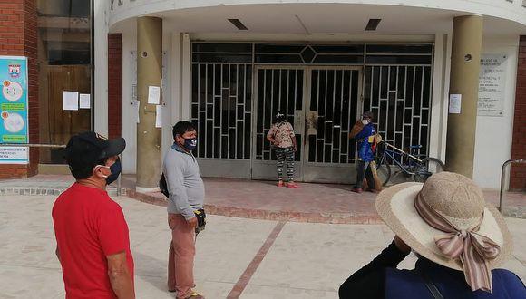 Trabajadores municipales de JLO protestan exigiendo el pago de sus sueldos