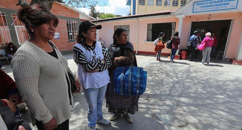 Enfermos sin fuerzas no pueden llegar a hospitales de Bolivia por bloqueos (FOTOS)