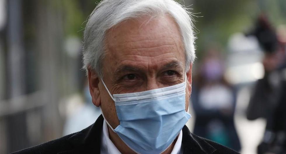 El presidente de Chile, Sebastián Piñera, es visto hablando con los medios. (EFE/Elvis González).