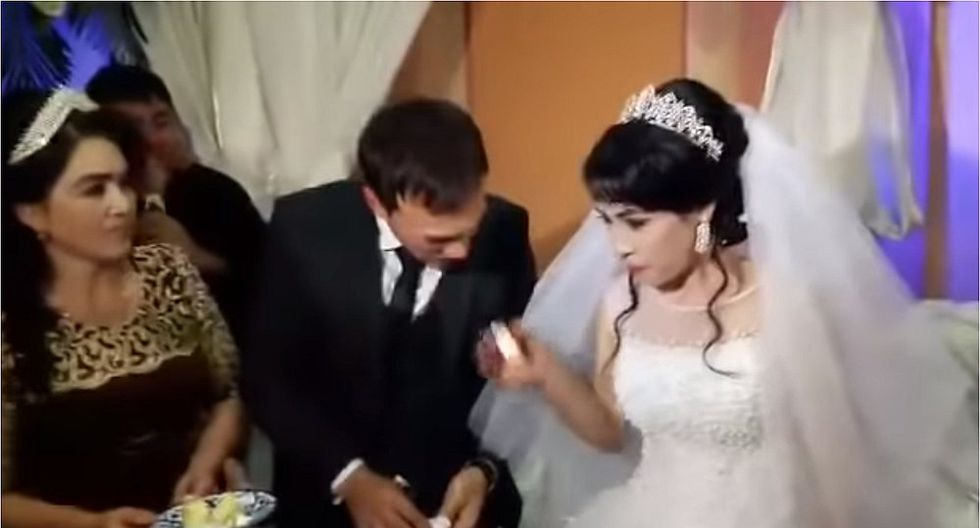 Hombre abofeteó a su esposa en plena ceremonia de boda (VIDEO)