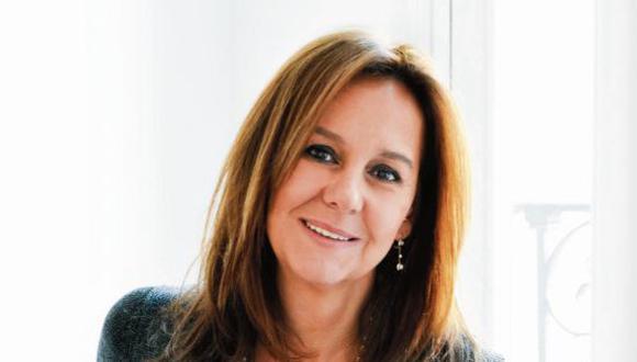 """Escritora española lanza la secuela de su exitoso libro """"El tiempo entre costuras"""""""