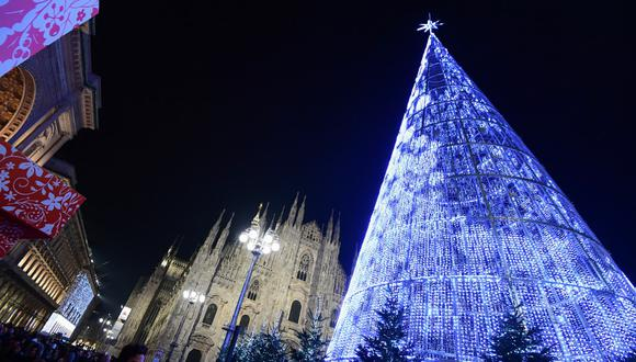 En la imagen se aprecia una foto de archivo de las fiestas del 2019 en la Piazza del Duomo, en Milán, Italia. (Miguel MEDINA / AFP) Miguel MEDINA / AFP)