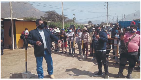Jorge Luis Bances Ángeles por varias horas evitó ingreso de maquinarias pesadas a extracción de agregados en un predio.