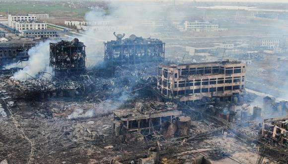 Esta foto de archivo tomada, el 22 de marzo de 2019, muestra una vista aérea de edificios dañados después de una explosión en una planta química en Yancheng, en la provincia de Jiangsu, en el este de China. (STR / AFP)