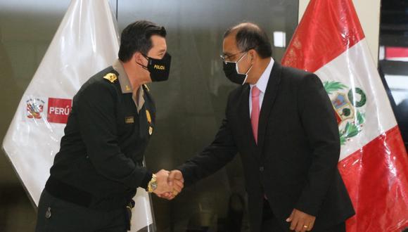 El comandante general de la PNP, general de Policía Javier Gallardo, dio la bienvenida al ministro Barranzuela (Foto: Minter)