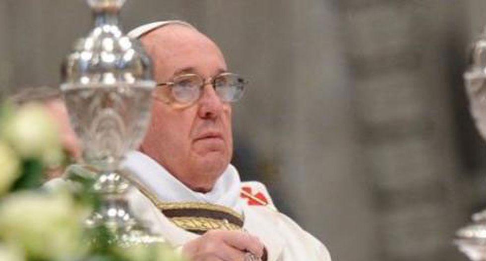 Papa Francisco llama a madre de joven asesinada en azotea de iglesia