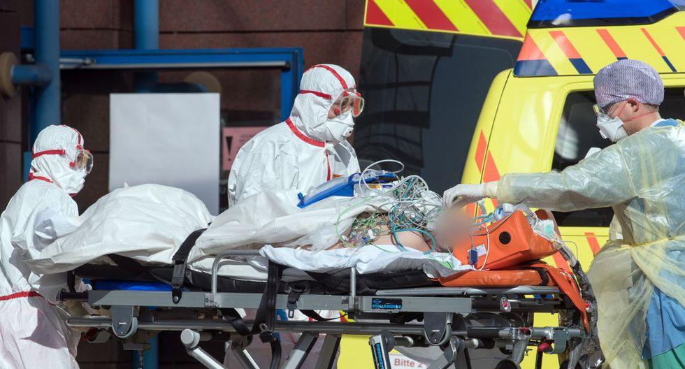 Un paciente italiano de Covid-19 llega al hospital Helios en Leipzig el 25 de marzo de 2020 (Foto: Hendrik Schmidt / POOL / AFP)