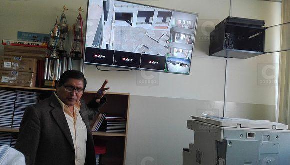 Instalan cámaras de seguridad a escuela de ciencias de la comunicación