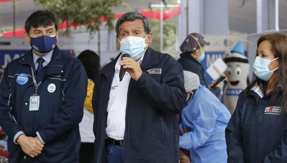 Ministro de Salud señala que las municipalidades no pueden organizar espectáculos masivos.