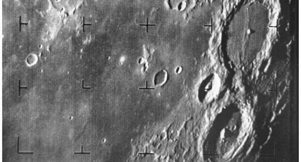 El hidrógeno de los polos de la Luna indica modificaciones en eje de rotación