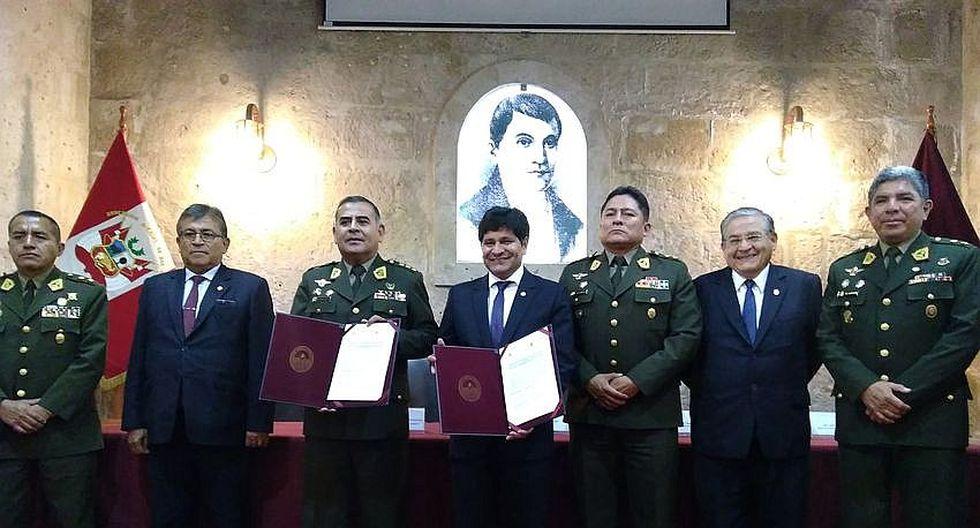 Firman convenio para capacitar a personal del ejército