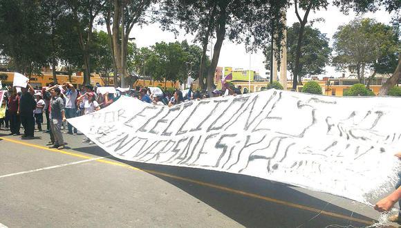 Universitarios exigen la elección de nuevo rector de la UNICA
