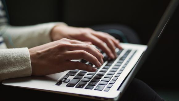 Según Fortinet, empresa multinacional de Estados Unidos que se dedica al desarrollo y la comercialización de software, dispositivos y servicios de ciberseguridad; en Perú se registraron más de 2,6 billones de intentos de ciberataques durante 2020.
