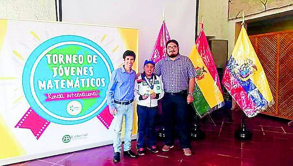 Estudiante juliaqueño enorgullece a toda la región de Puno