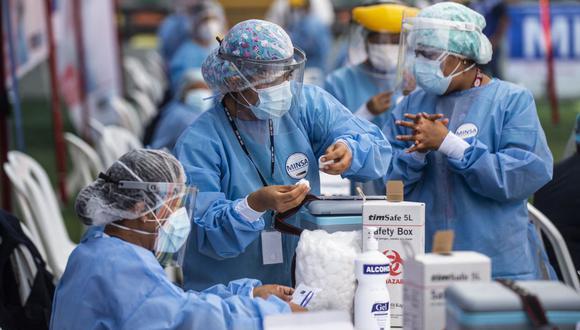 """Los biólogos moleculares peruanos estimaron la fecha de surgimiento de este """"sublinaje"""" alrededor del 26 de febrero de este año. (Foto de ERNESTO BENAVIDES / AFP)."""