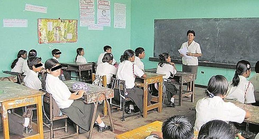 Contraloría dispone verificar asistencia y dictado de clases de maestros