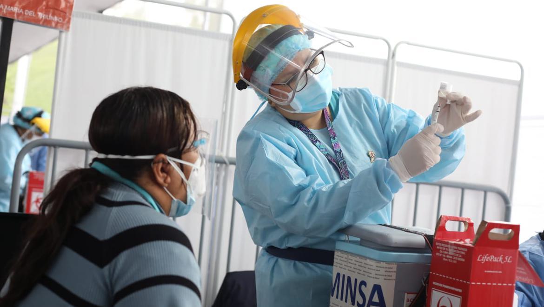 El proceso de vacunación contra el COVID-19 en el Perú se inició el pasado mes de febrero. (Foto: Britanie Arroyo / @photo.gec)