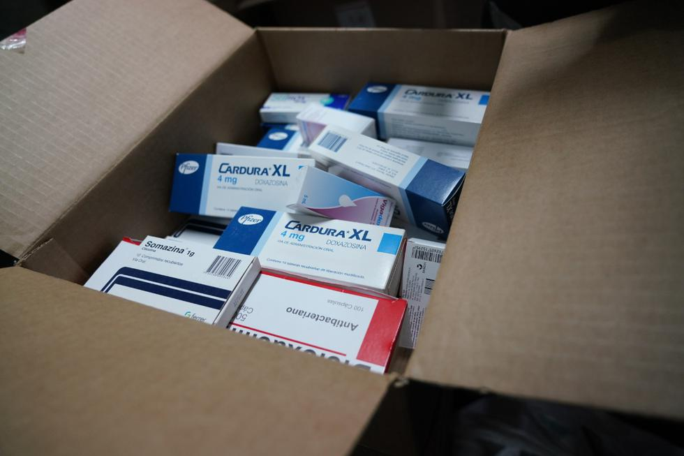 PNP y fiscalizadores municipales intervinieron una cochera donde se almacenaba inadecuadamente y de forma clandestina, gran cantidad de medicamentos de dudosa procedencia. (Foto: Municipalidad de Pueblo Libre)