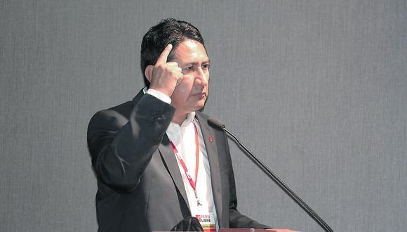 """Cerrón influiría en las decisiones del presidente Castillo, pese a que este último indicó en campaña que el secretario general de Perú Libre no estaría """"ni de portero""""."""