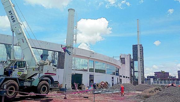 Instalan las primeras torres de iluminación en el estadio de Juliaca