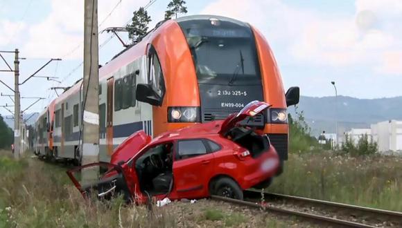 Asiste a clase de conducir y muere arrollada por un tren (VÍDEO)