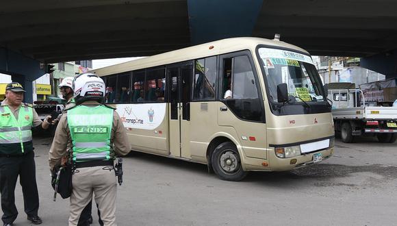 Quitarán licencia a conductores de taxis y combis si no respetan cuarentena