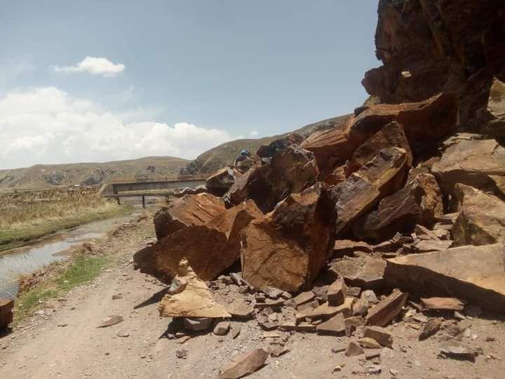 desprendimiento-de-rocas-casi-sepulta-a-campesino-en-el-distrito-de-umachiri-en-puno