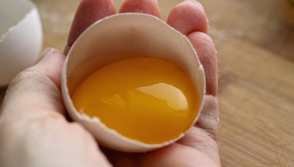 La preparación de postres requiere separar las partes del huevo y lograrlo es muy sencillo. (Foto: Aline Ponce / Pixabay)
