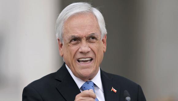 """El presidente de Chile, Sebastián Piñera, habla durante una conferencia de prensa un día después de que fuera mencionado en la investigación de los medios de comunicación """"Pandora Papers"""". (Foto: JAVIER TORRES / AFP)"""