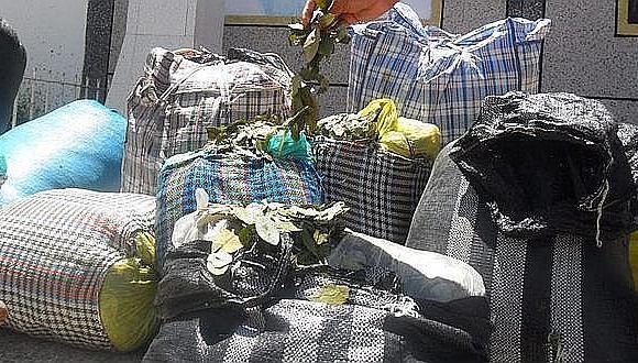 Más de una tonelada de hojas de coca iba escondida en camiones
