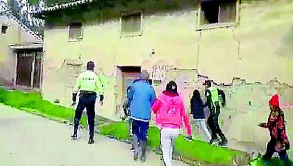 Policía hace disparo al aire para disuadir a revoltosos que impedían protocolo de intervención