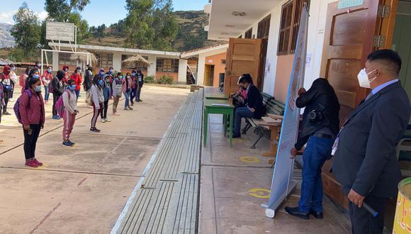 Escolares acudirán a clases usando mascarillas y con distanciamiento