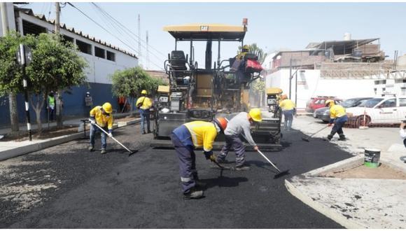 Alcalde de Trujillo, José Ruiz Vega, inspeccionó trabajos de asfaltado. Esta obra beneficiará a más de 500 familias. (Foto: Municipalidad Provincial de Trujillo)