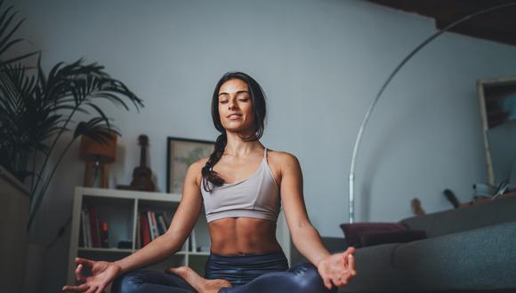 La constancia en esta disciplina da grandes beneficios a nivel mental y físico, como reducir el estrés, vivir con conciencia y mejorar la postura. (Foto: Shutterstock)