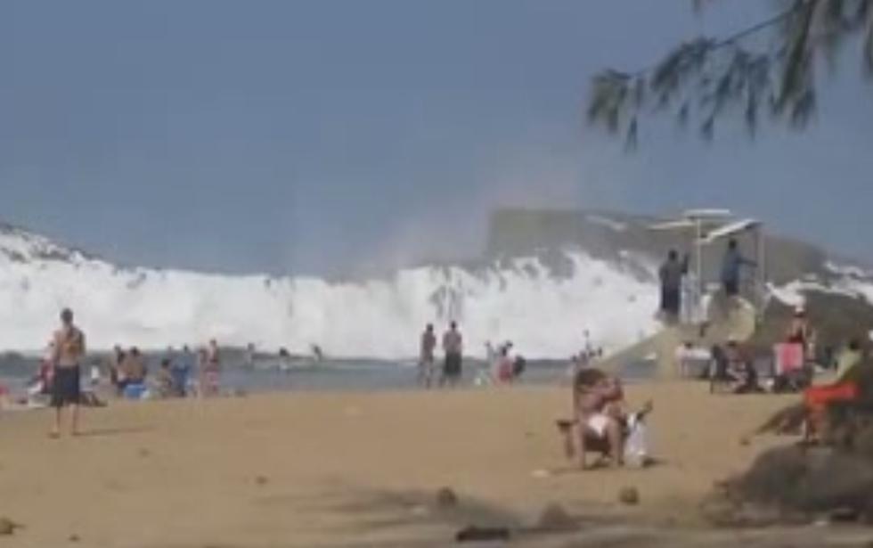 Puerto Rico: ¿Estarías en esta playa con un rompeolas natural que parece un tsunami? (VIDEO)