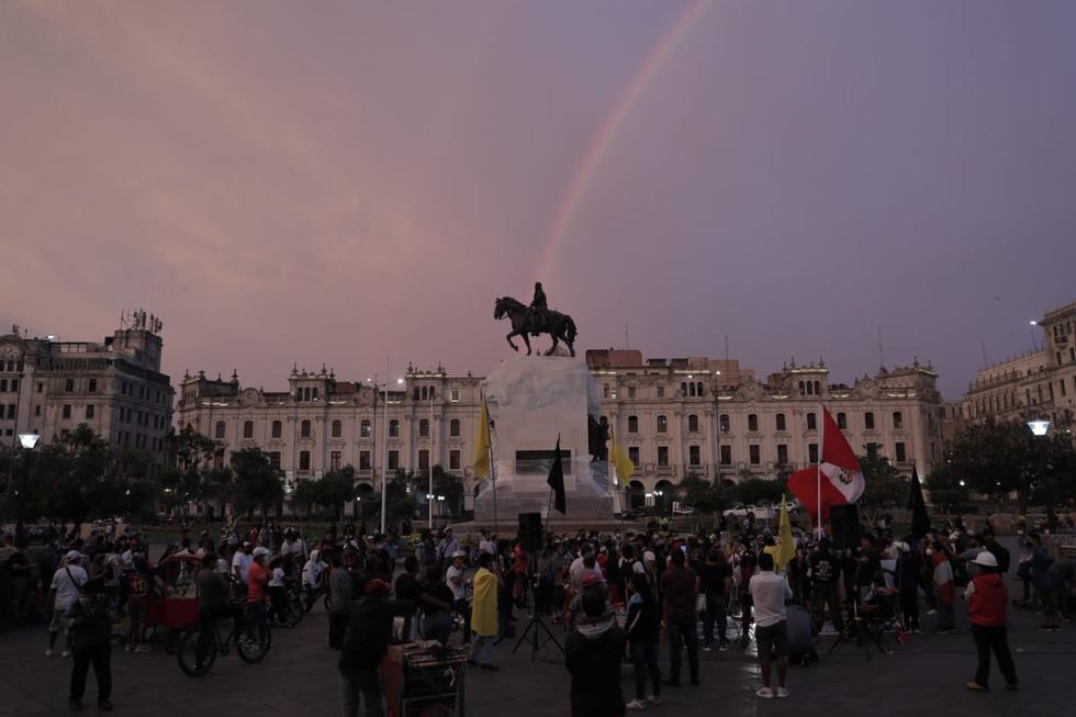 Por quinto día consecutivo, decenas de personas se reúnen en la Plaza San Martín para protestar contra la cuarentena. | Foto: : Renzo Salazar / @photo.gec