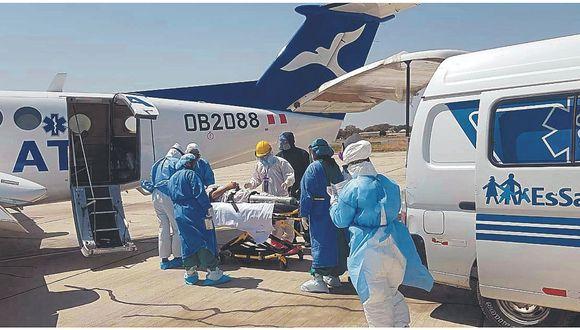 Evacúan a dos médicos a Lima