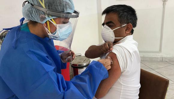 Uno de los primeros intensivistas vacunados contra la COVID-19 en el Perú (Arzobispo Loayza).