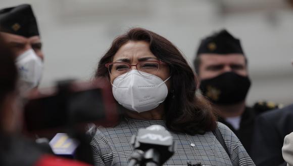 """La jefa del Gabinete Ministerial sostuvo que un confinamiento total no tiene resultados directos con la disminución de contagios de COVID-19. """"Medidas se van a poner más severas a medida que avance la enfermedad"""", remarcó."""