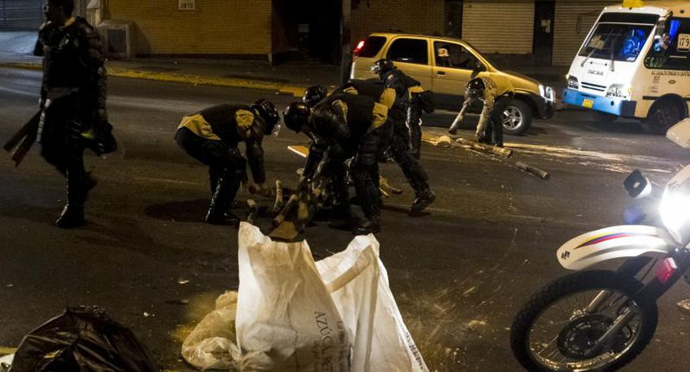 Venezuela: Protestas continúan y calles son parcialmente bloqueadas (FOTOS)