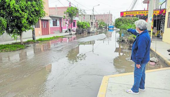 Colapso de canales de regadío inundó calles de pueblos jóvenes de Nuevo Chimbote.