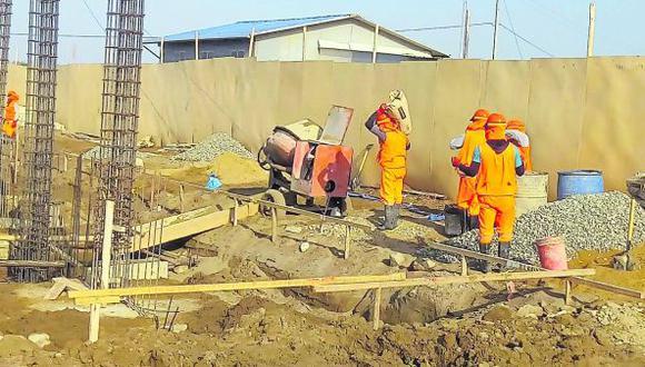 "Fuentes de la Policía revelan que ingenieros residentes de obras optan por entregar dinero a maleantes a cambio de ""chalequeo""."