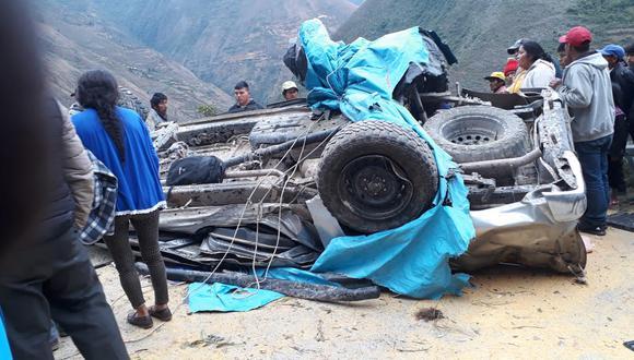 Cuerpos quedaron atrapados dentro del vehículo destrozado