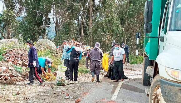Trabajadores de la comuna de Tayacaja limpian vías de Pampas.